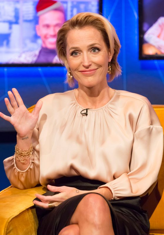"Gillian Anderson - ""The Jonathan Ross Show"" TV Show S13E15 in London 12/02/2018"