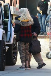 Gwen Stefani - Arrives at the Studio in LA 12/08/2018