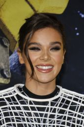 "Hailee Steinfeld - ""Bumblebee"" Premiere in Hollywood 12/09/2018"