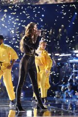 """Hailee Steinfeld Performs at """"The Voice"""" Season 15 Episode 12/11/2018"""