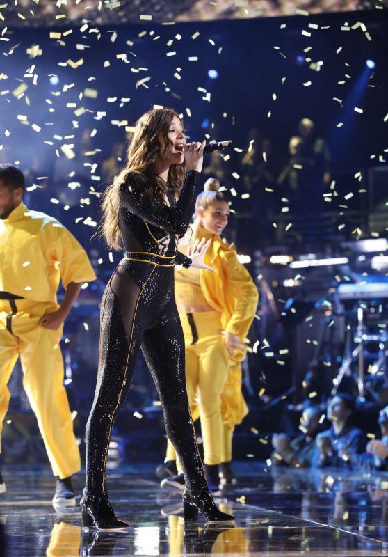"Hailee Steinfeld Performs at ""The Voice"" Season 15 Episode 12/11/2018"