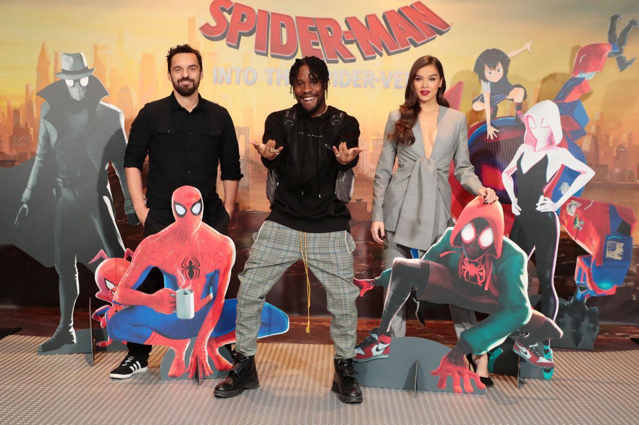 https://celebmafia.com/wp-content/uploads/2018/12/hailee-steinfeld-spider-man-into-the-spiderverse-photocall-in-la-1.jpg