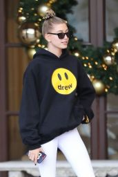 Hailey Baldwin in Leggings 11/30/2018