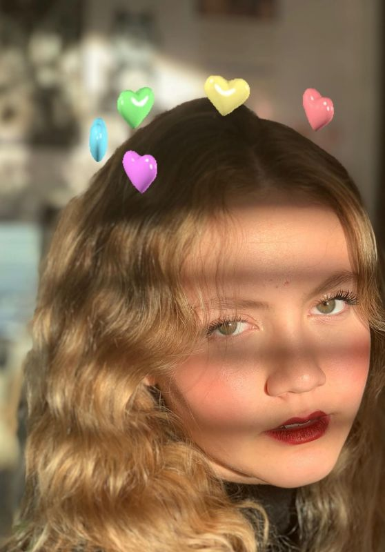 Iris Apatow - Personal Pic and Video 12/10/2018