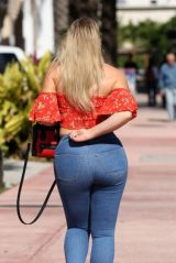 Iskra Lawrence Booty in Tights 12/11/2018