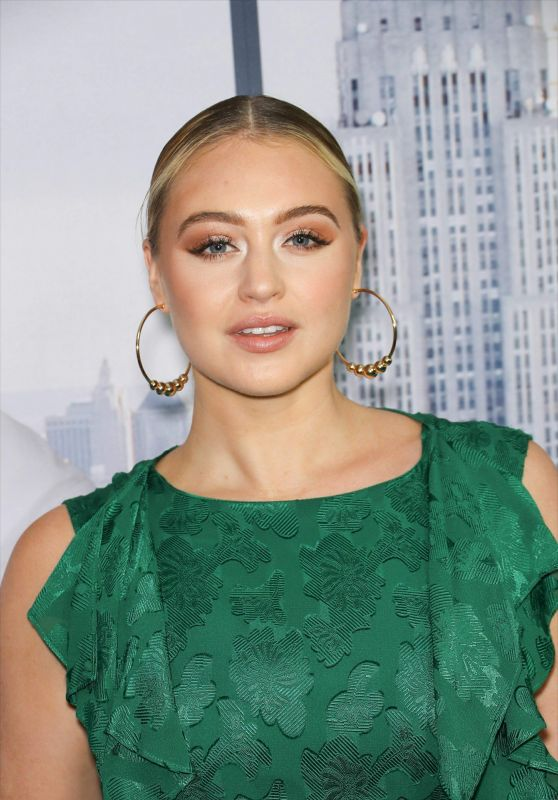 """Iskra Lawrence – """"Second Act"""" Premiere in NYC"""