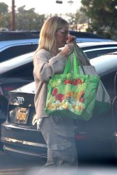 Jennie Garth in Casual Outfit - Grocery Shopping in LA 12/24/2018