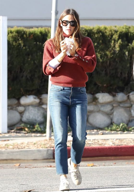 Jennifer Garner - Out in Santa Monica 11/30/2018