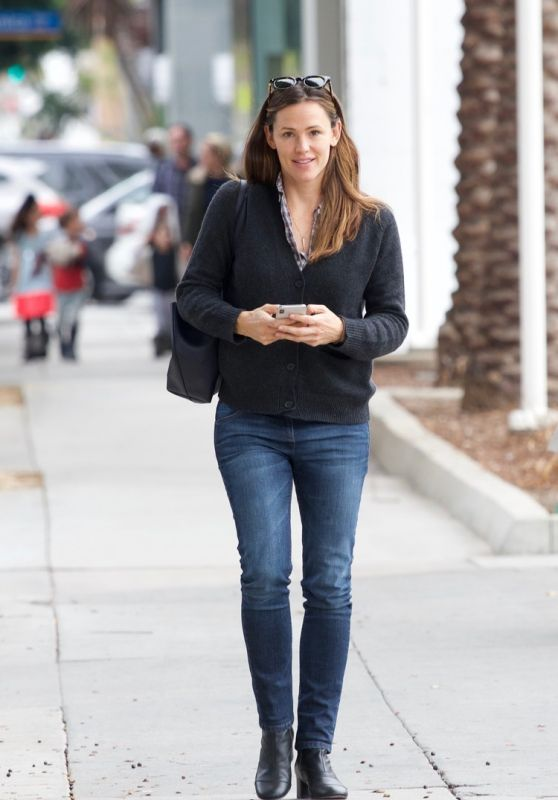 Jennifer Garner - Shopping in Brentwood 12/10/2018