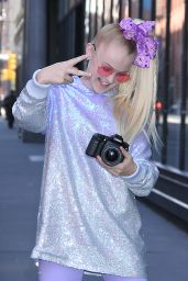 JoJo Siwa - Arrives at BUILD Series in NYC 12/11/2018