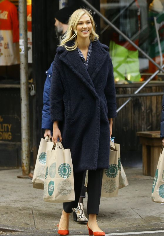 Karlie Kloss - Shopping at Whole Foods in NYC 11/30/2018