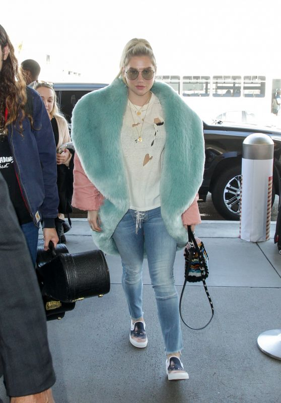 Kesha at LAX in Los Angeles 12/22/2018