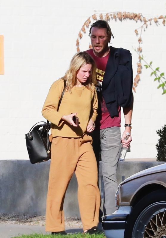 Kristen Bell Casual Style 12/30/2018