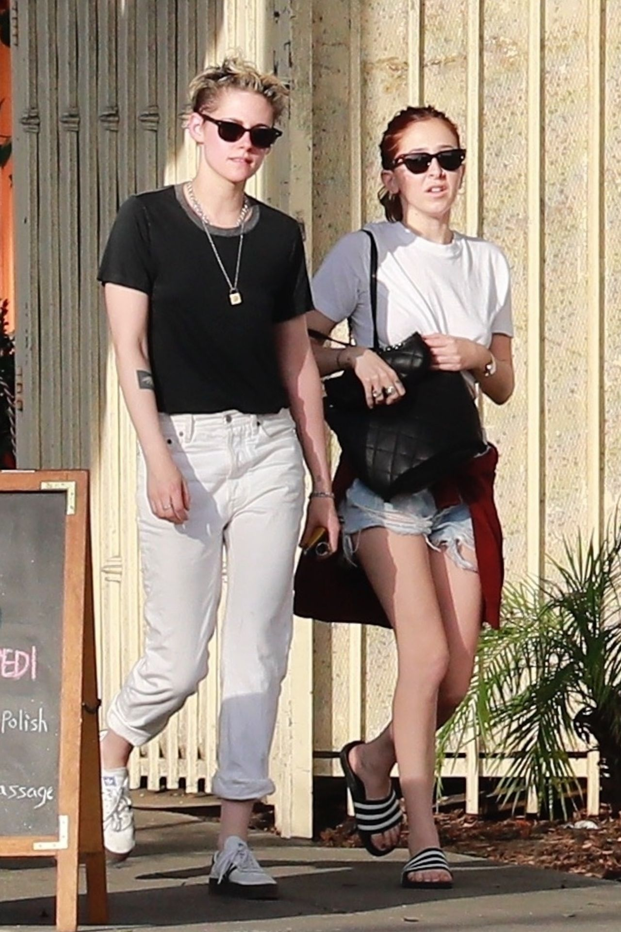 Kristen Stewart And Sara Dinkin Heads To The Spa And