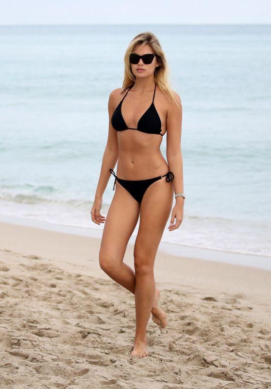 Lada Kravchenko in Bikini 12/10/2018