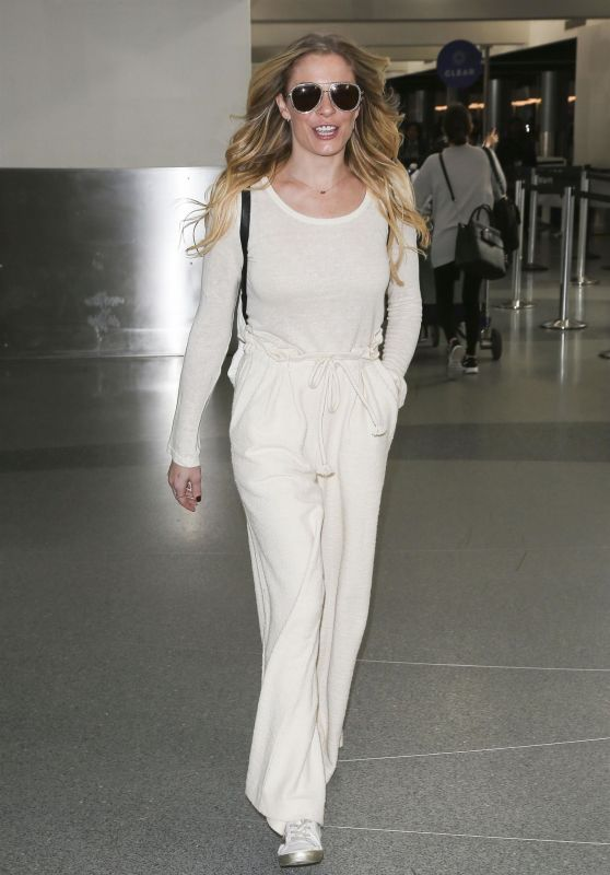 LeAnn Rimes at LAX in LA 12/26/2018