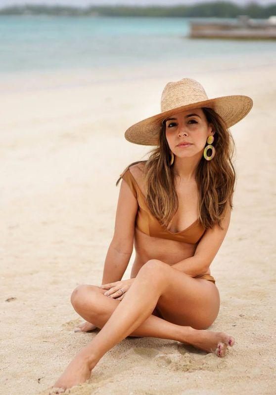 Teresa palmer hot bikini pics 2012 - 4 1