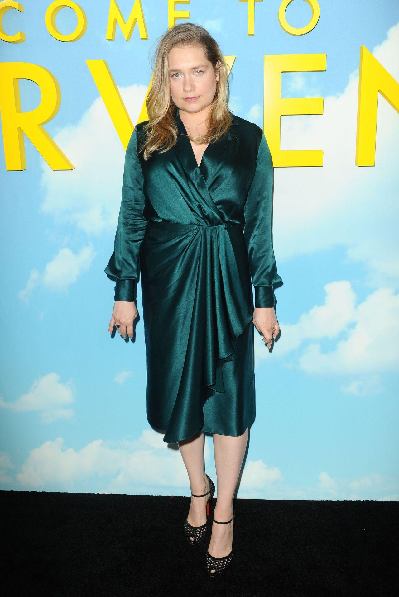 Merritt Wever - Welcome To Marwen Premiere in LA • CelebMafia