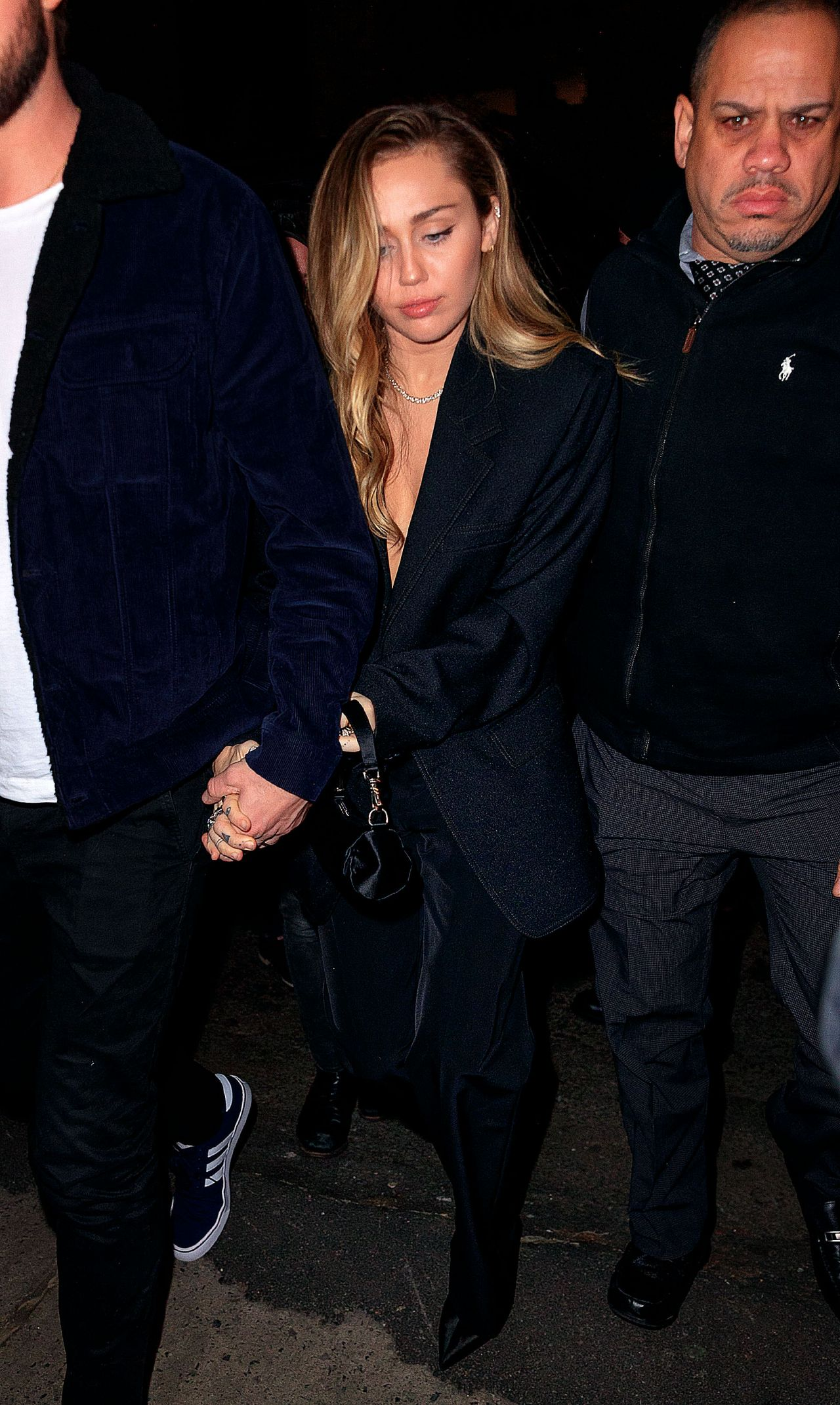 149249c40e5392 Miley Cyrus and Liam Hemsworth - Arriving to the SNL After Party in NY 12