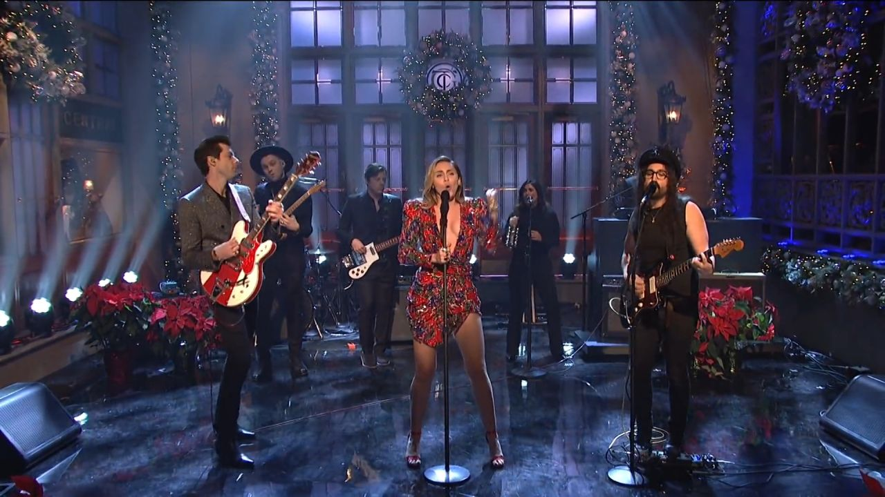 Miley Cyrus Performs Live On Saturday Night Live 12152018-5457