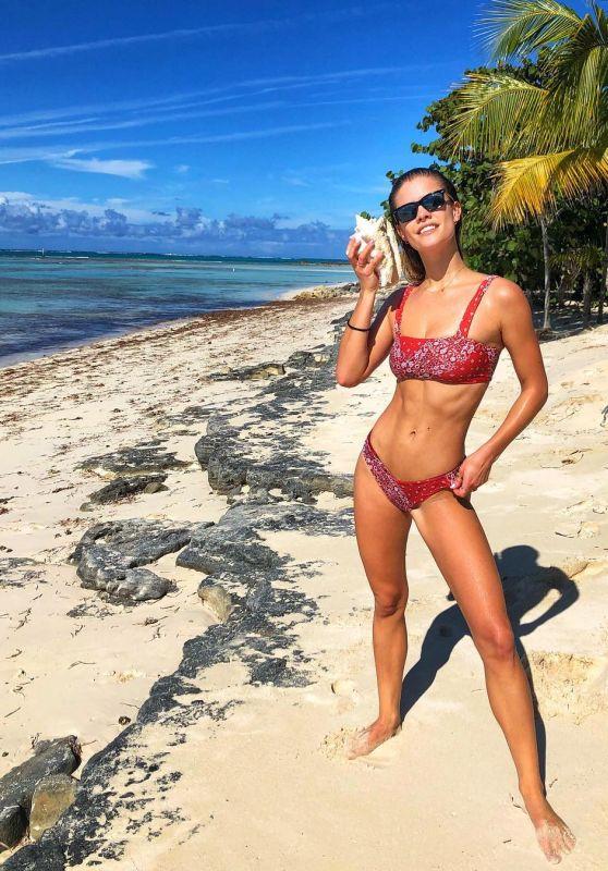 Nina Agdal In Bikini 12 24 2018