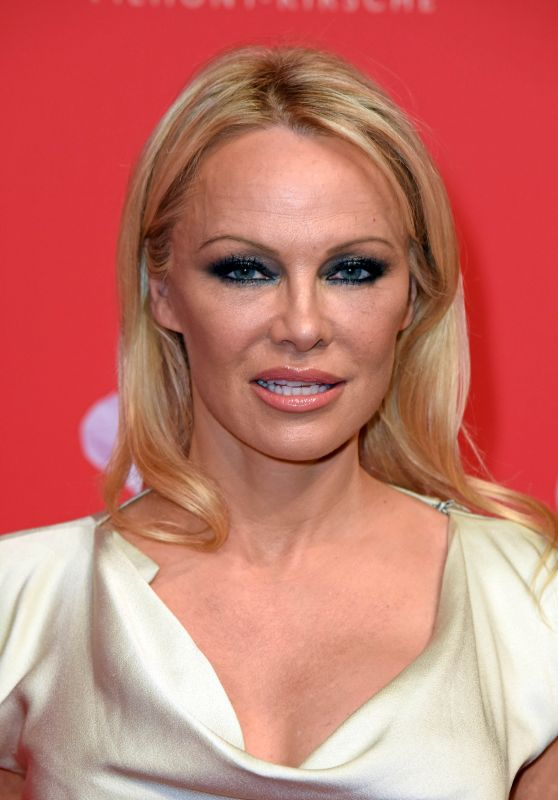 Pamela Anderson – Mon Cheri Barbara Day in Munich 12/04/2018