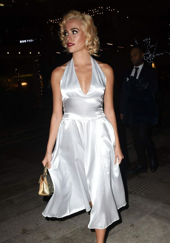 Pixie Lott - Pre-Christmas Meal at Mrs Foggs in London 12/22/2018