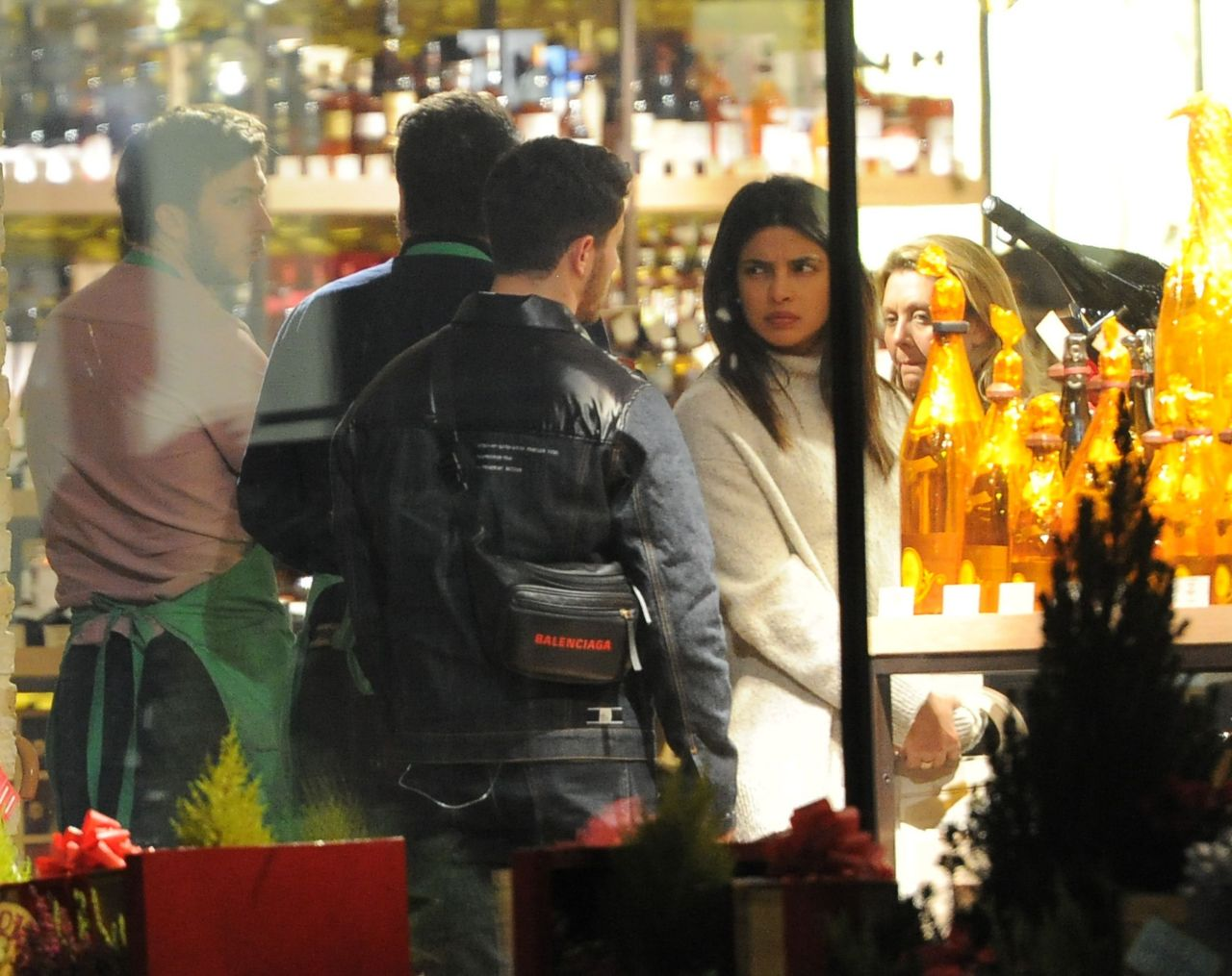 Priyanka Chopra And Nick Jonas Christmas Shopping In