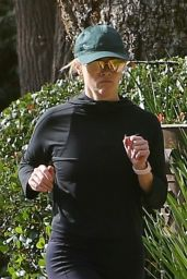 Reese Witherspoon - Jogging in Santa Monica 12/09/2018