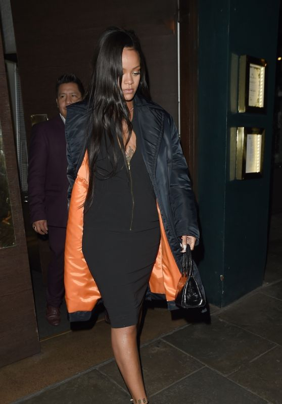 Rihanna Night Out - Dinner at Ours Restaurant in Chelsea 12/28/2018
