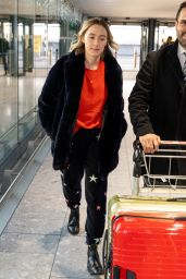 Saoirse Ronan in Travel Outfit 12/11/2018