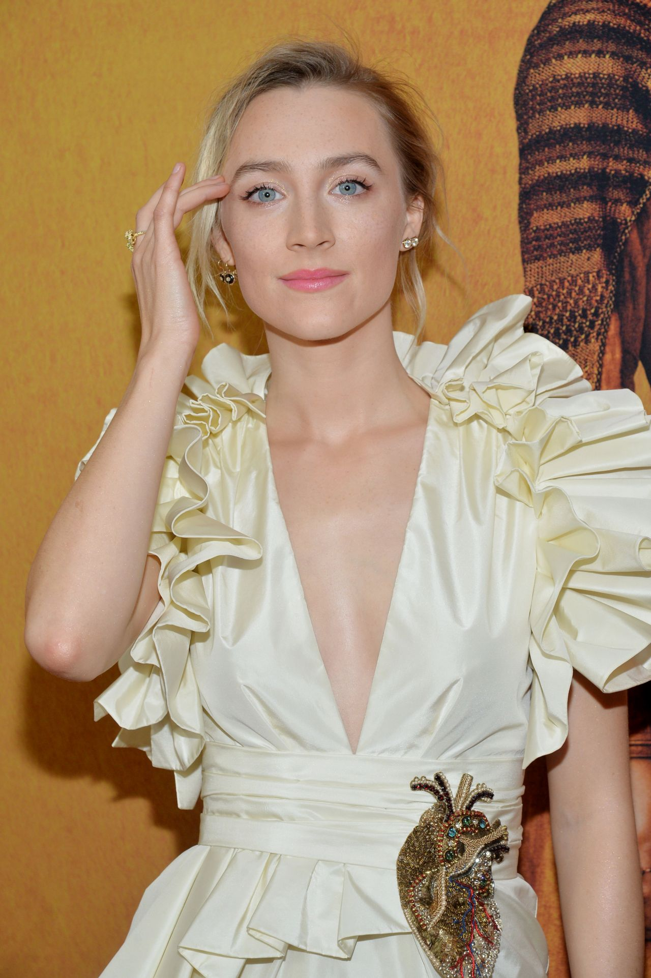 https://celebmafia.com/wp-content/uploads/2018/12/saoirse-ronan-mary-queen-of-scots-premiere-in-ny-5.jpg
