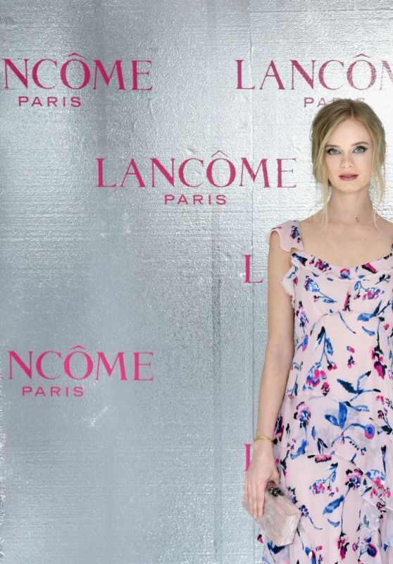 Sara Paxton – Lancome x Vogue Holiday Event in West Hollywood