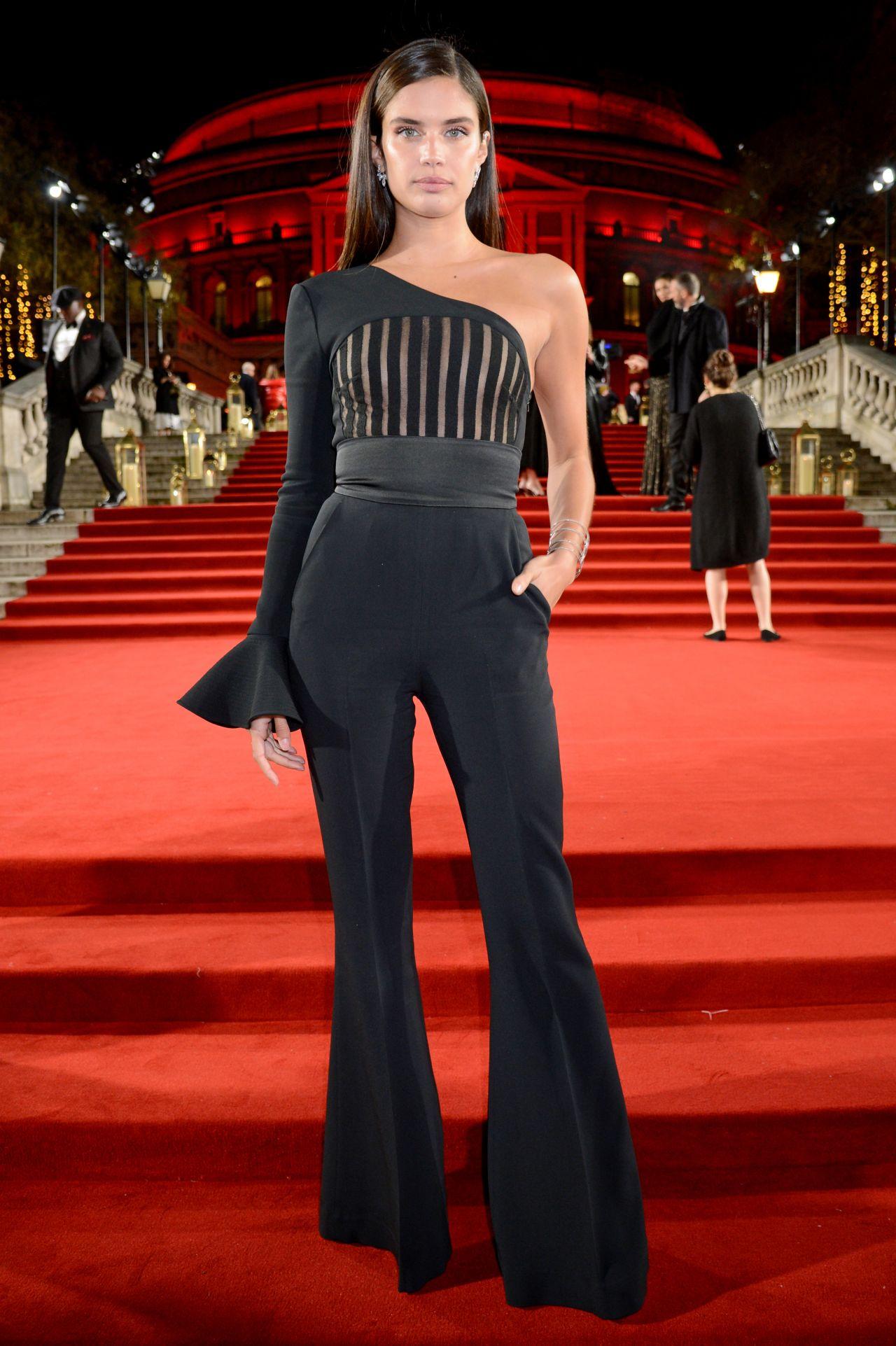 Sara Sampaio Ndash The Fashion Awards 2018 In London