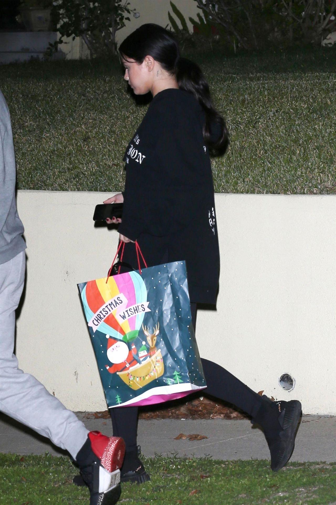Selena Gomez Leaving Her Friend S House In La 12 26 2018