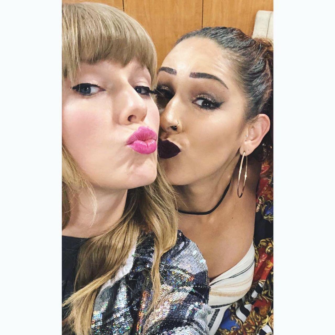 Taylor Swift – Personal Pics 12/14/2018
