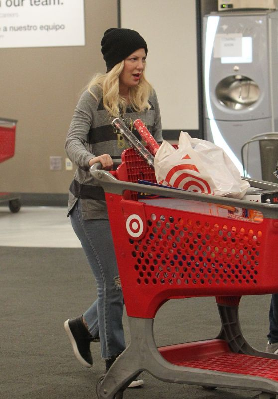 Tori Spelling - Christmas shopping at Target in Los Angeles 12/22/2018