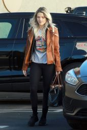 Witney Carson Street Style 12/09/2018