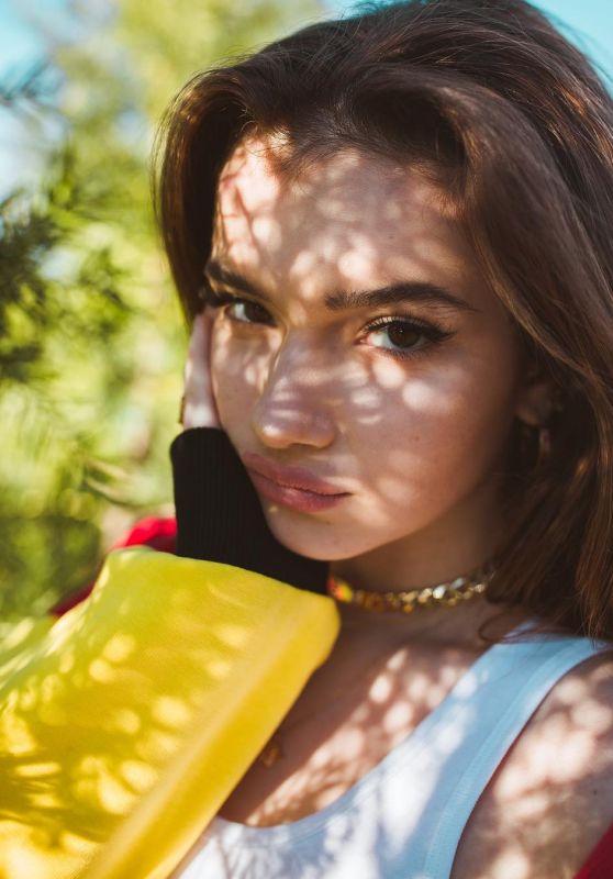 Alexis Jayde Burnett - Personal Pics 01/10/2019