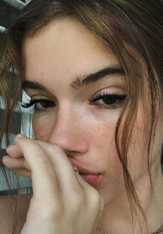 Alexis Jayde Burnett - Personal Pics 01/16/2019