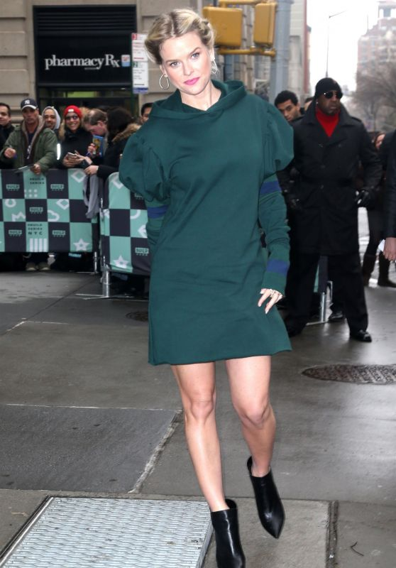 Alice Eve - Leaves the Alice EveSeries in NYC 01/08/2019