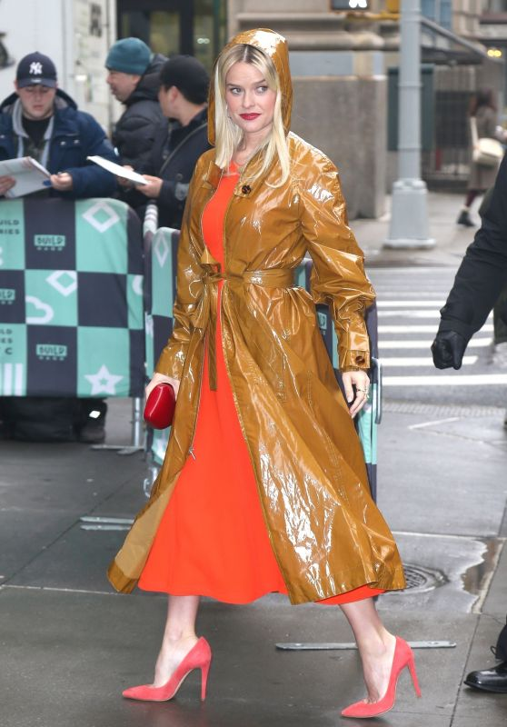 Alice Eve stops Chic Style - BUILD Series in NYC 01/08/2019