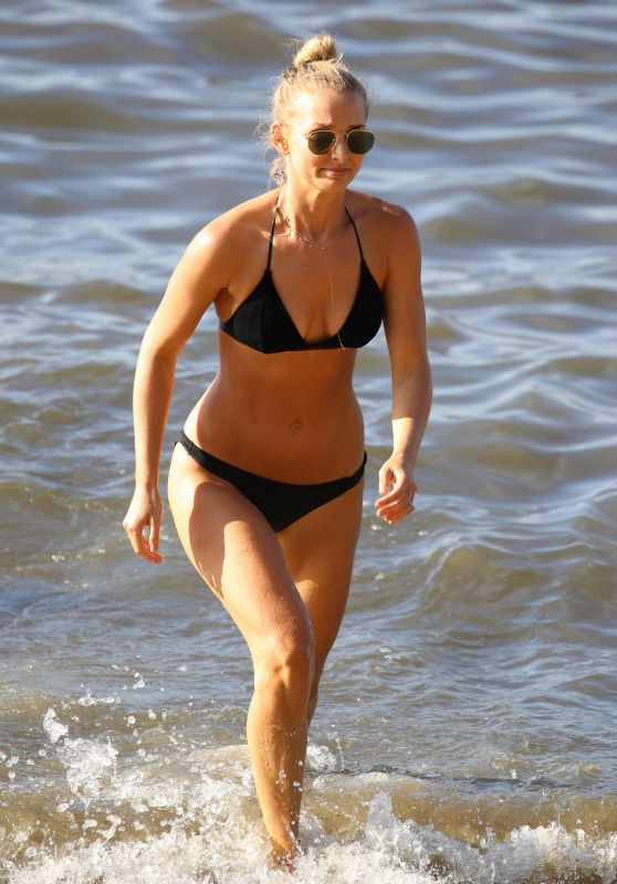 Anna Heinrich in Bikini at the Beach in Sydney 01/22/2019