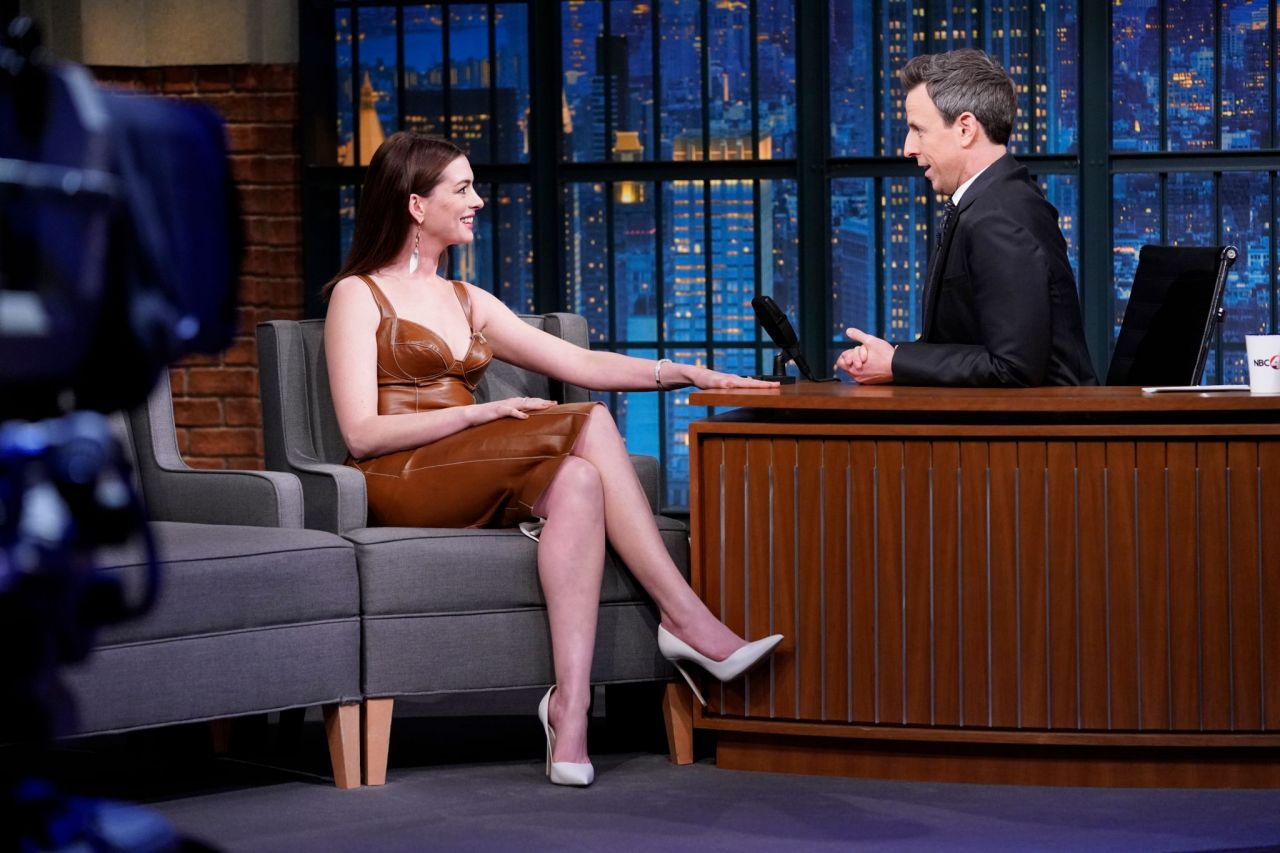Anne Hathaway Appeared On Late Night With Seth Meyers 01