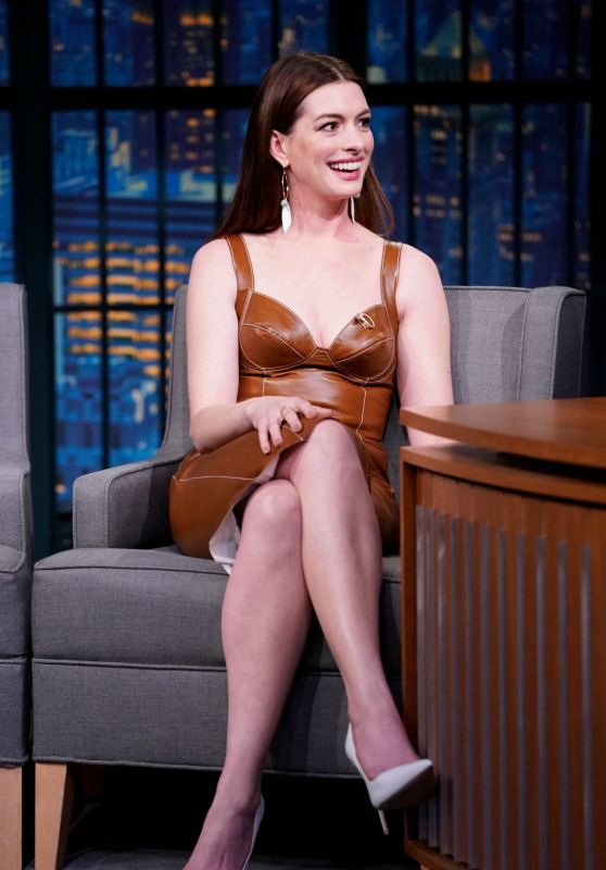 Anne Hathaway Appeared on Late Night With Seth Meyers 01/23/2019
