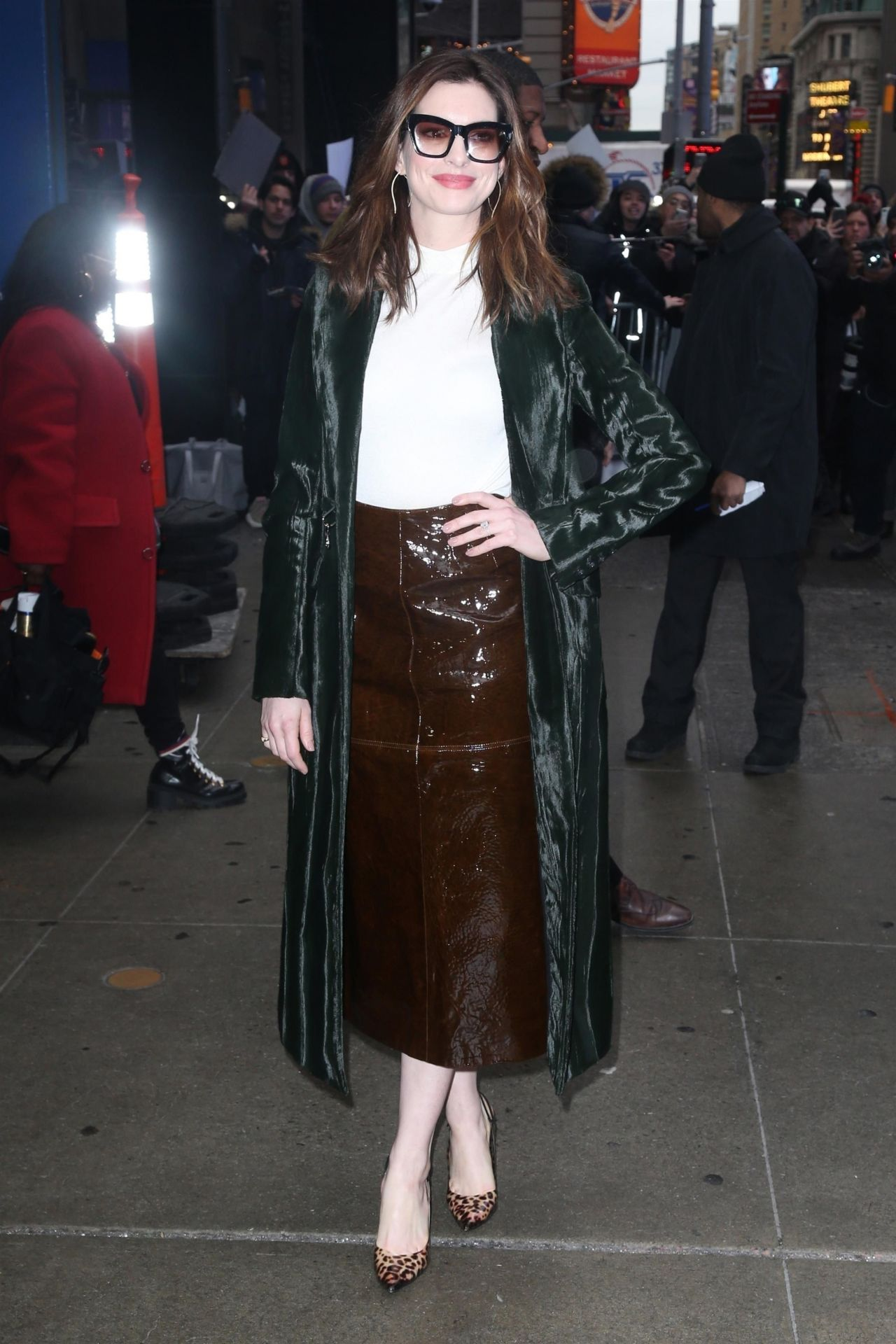 Anne Hathaway Outside Gma In Nyc 01 23 2019