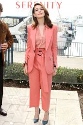 "Anne Hathaway - ""Serenity"" Photo Call in Marina del Rey"