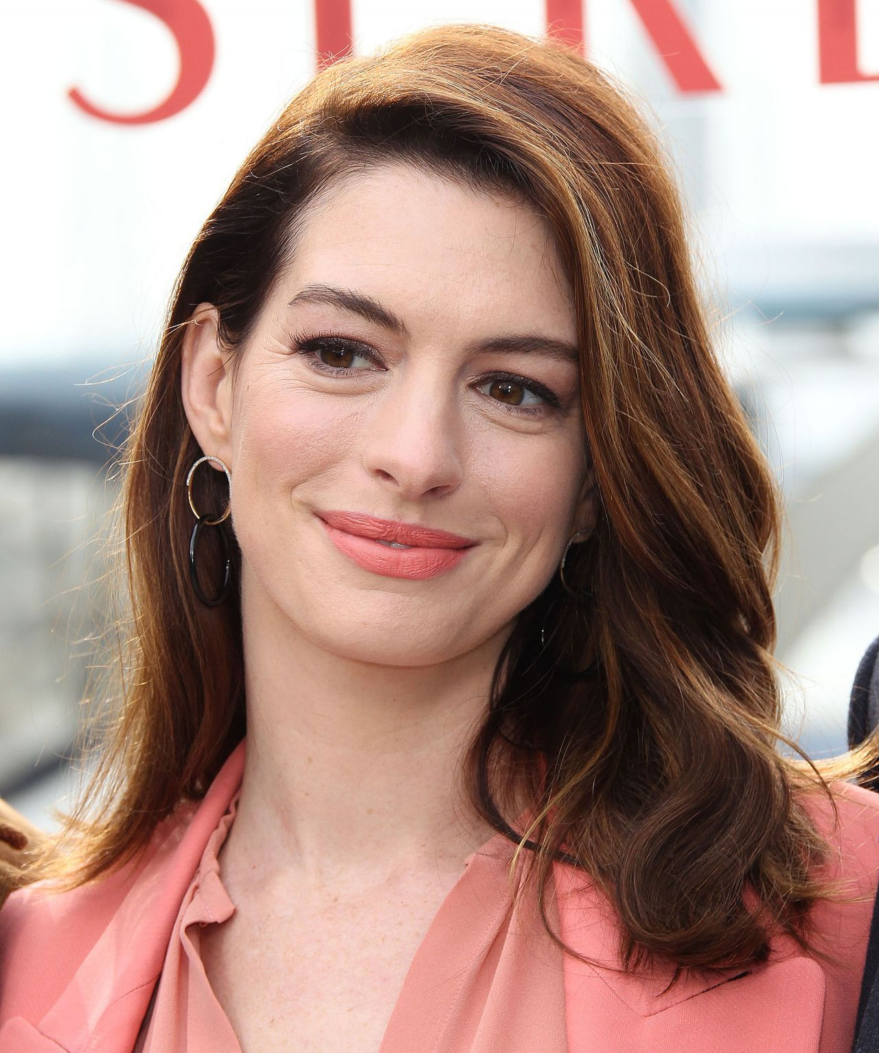 """Anne Hathaway Now: """"Serenity"""" Photo Call In Marina Del Rey"""