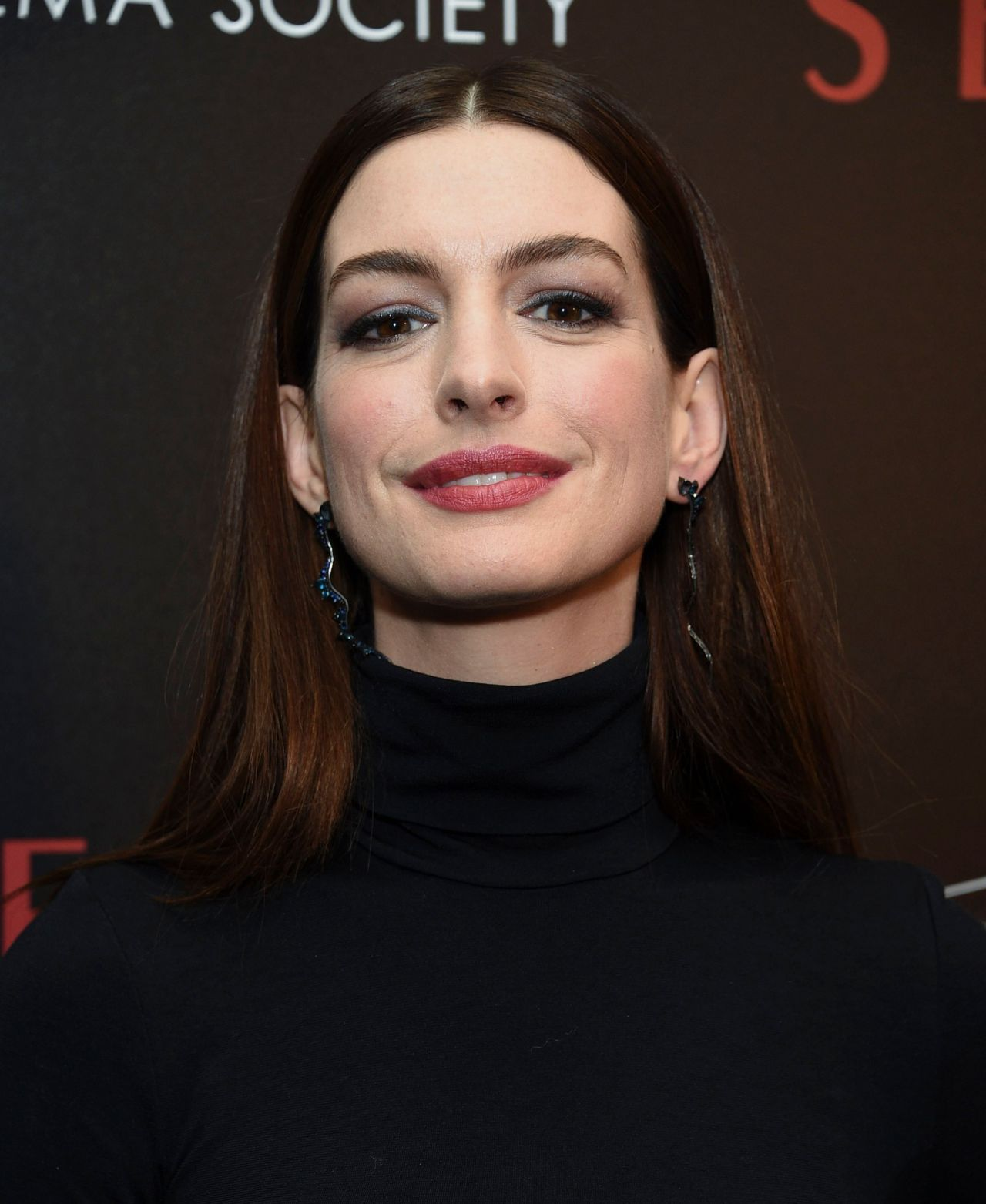 """Anne Hathaway At The Hustle Premiere In Hollywood: """"Serenity"""" Premiere In New York"""