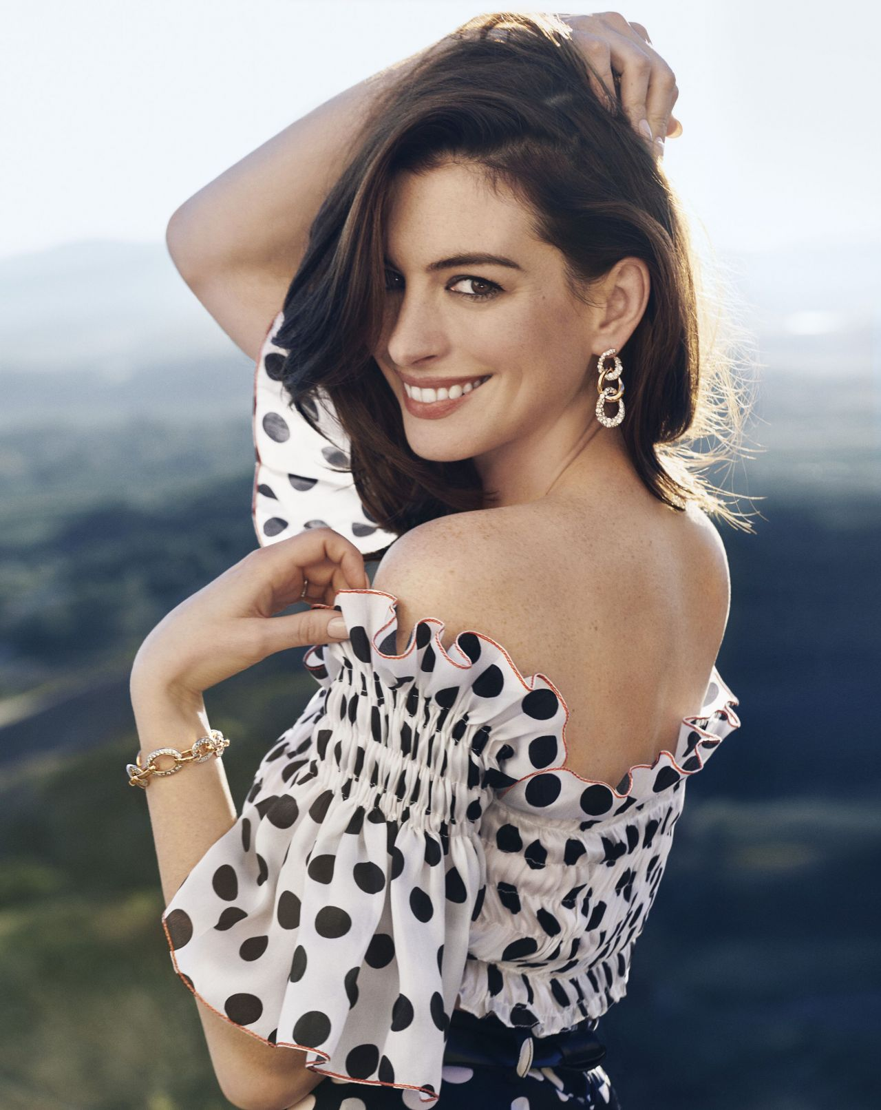 Anne Hathaway - Town & Country February 2019 Anne Hathaway
